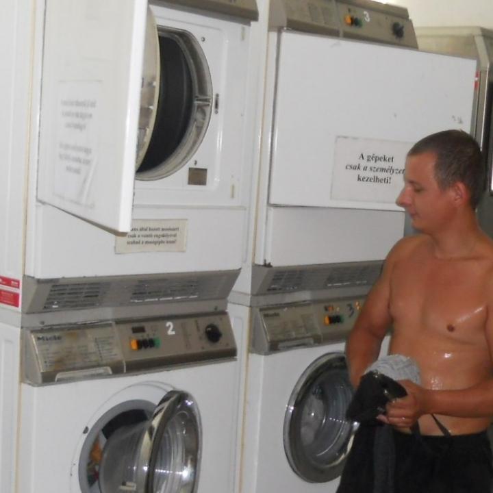 Hajléktalan emberek mosodája